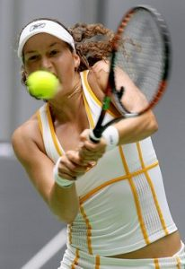 Shahar Peer of Israel plays a return stroke during her third round women's singles match against Sveltlana Kuznetsova of Russia at the Australian Open tennis tournament in Melbourne, 21 January 2007.     Peer beat Kuznetsova 6-4,6-2 .   AFP PHOTO/William WEST